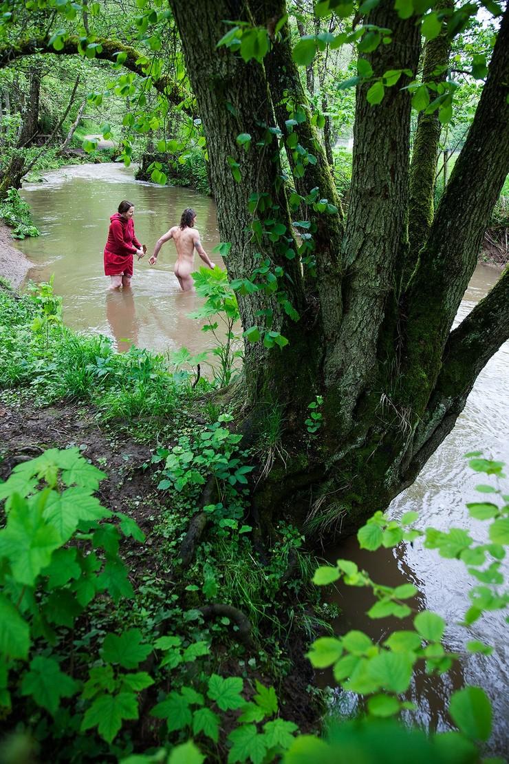 Eine schamanische Taufe führt uns in die Verbindung mit der Natur und ihrer tiefen, urwüchsigen Kraft. Link zur schamanischen Jahresgruppe klicke Bild.