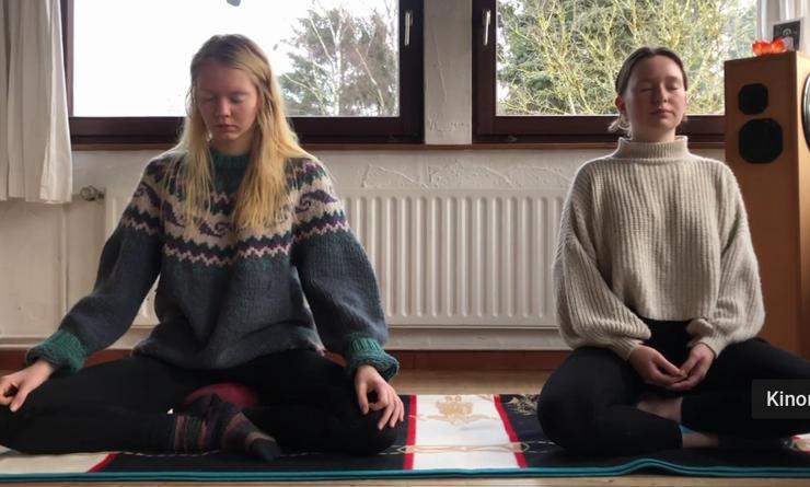 Lasse dich von Jutta mitnehmen auf eine Reise in deine Atmung und werde dir in dieser Meditation deines Atems bewusst. Erlebe, wie Körper und Atem direkt miteinander verbunden sind und dich in die Stille führen können.
